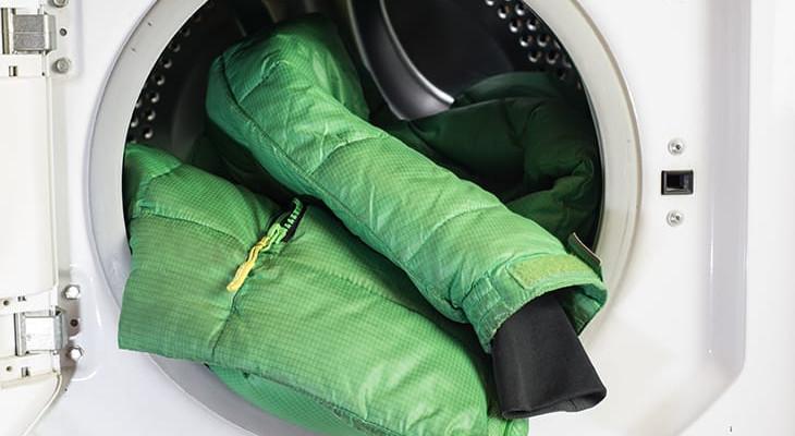 Как стирать пуховик в стиральной машине-автомат: опыт хозяек